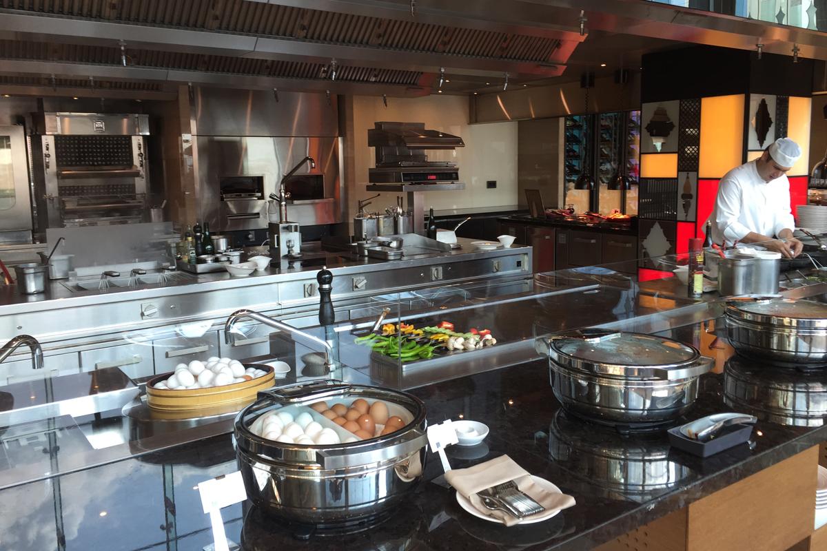 Swissôtel Bosphorus IST show kitchen